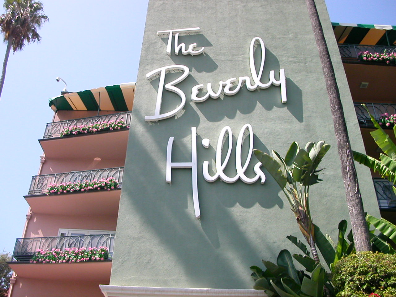 The Most Infamous Moments in the Beverly Hills Hotel ...
